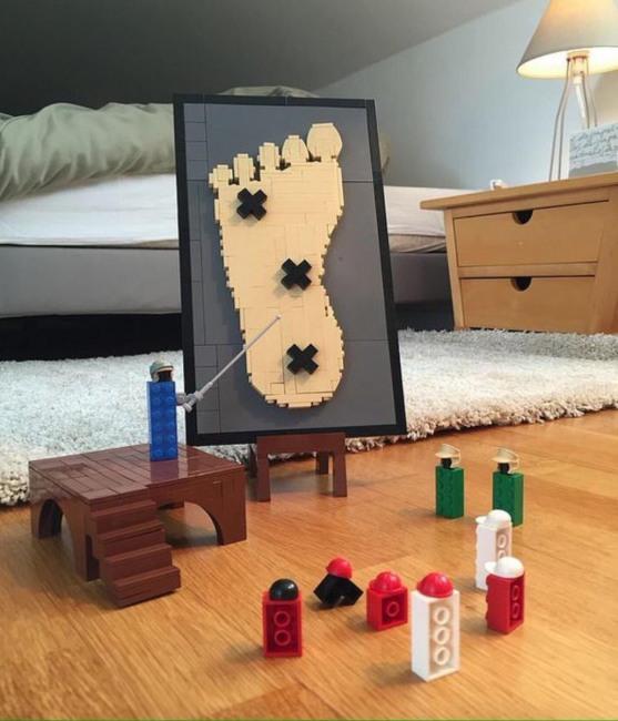 Фото прикол  про игрушки и ноги