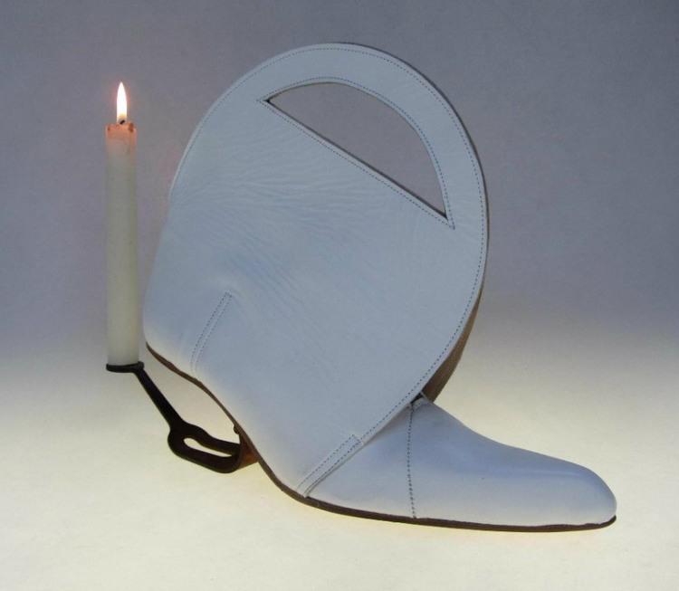 Фото прикол  про свечи и обувь