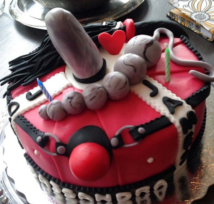 Фото прикол  про торт и бдсм