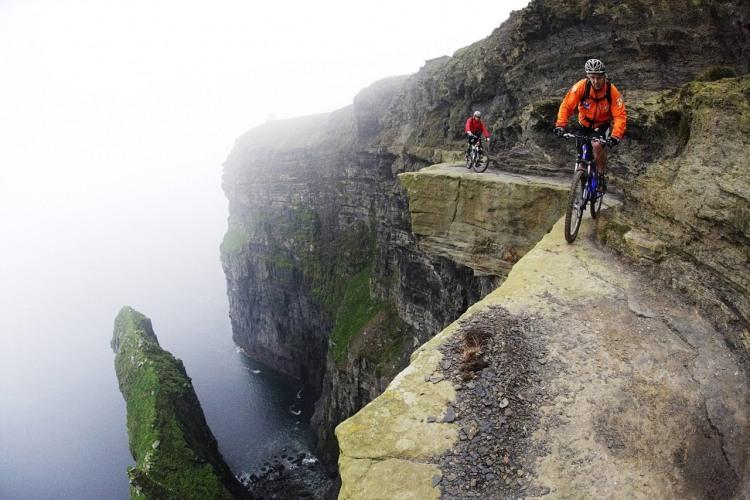 Фото прикол  про велосипедистов и экстрим