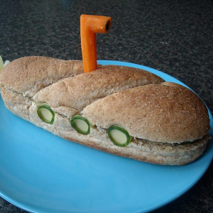 Фото прикол  про бутерброд и подводную лодку