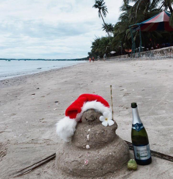 Фото прикол  про снеговика, пляж и новый год