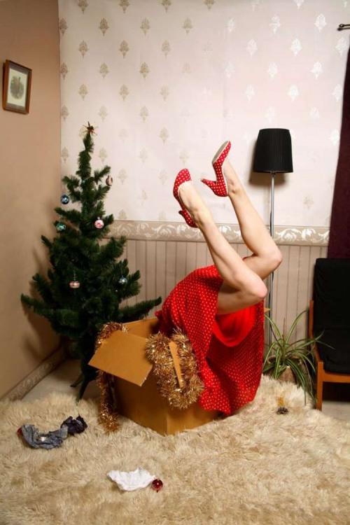 Фото прикол  про новый год, подарки, ноги пошлый