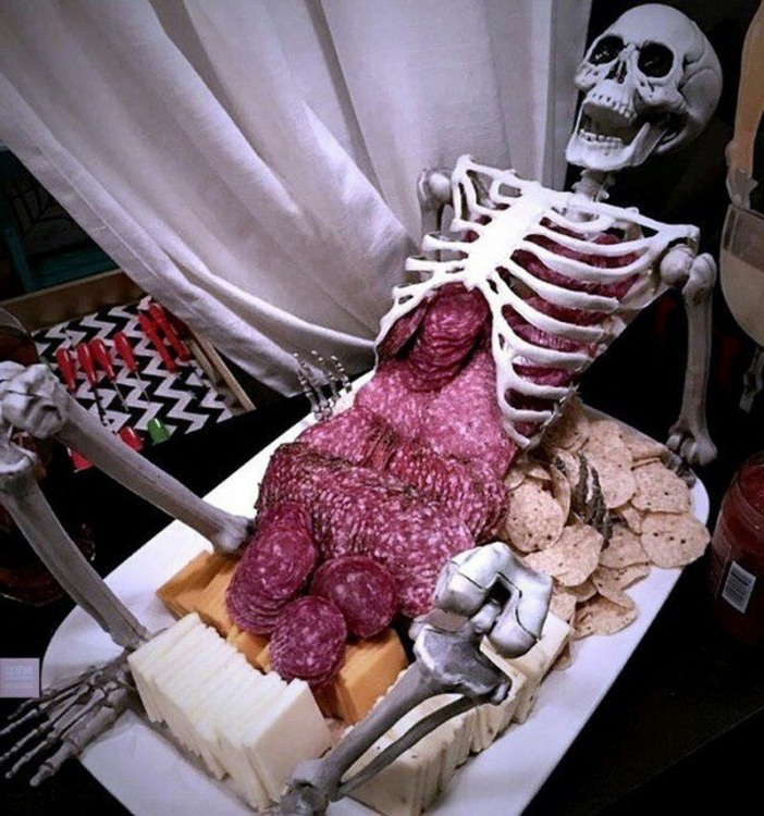 Фото прикол  про скелет и еду