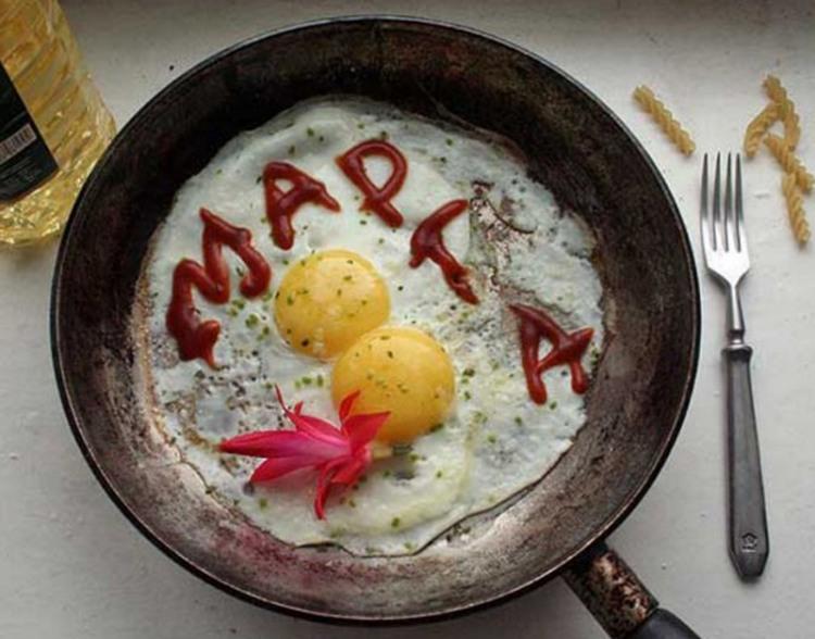 Фото прикол  про 8 марта и яйца