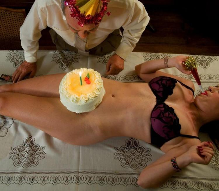Фото прикол  про день рождения, торт интимный