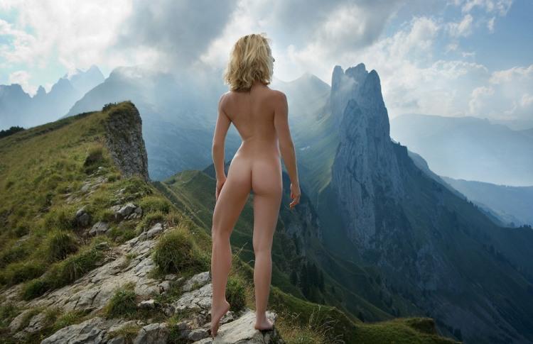 Фото прикол  про раздетых людей, девушек, горы пошлый