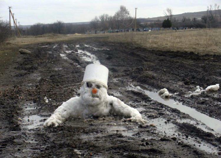 Фото прикол  про грязь и снеговика