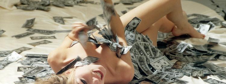 Фото прикол  про девушек, раздетых людей и деньги