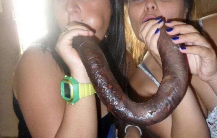 Фото прикол  про колбасу и девушек