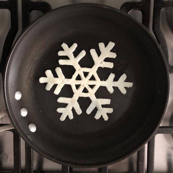 Фото прикол  про снежинки, яйца и еду
