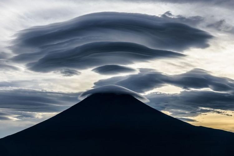 Фото прикол  про облака и горы