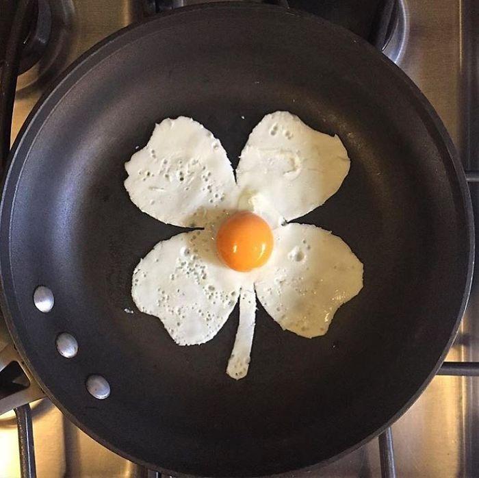 Фото прикол  про цветы, яйца и приготовление пищи