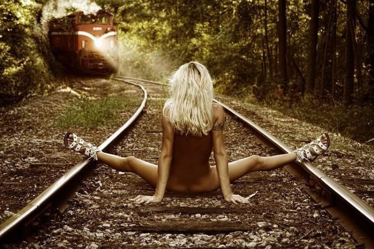 Фото прикол  про поезда, девушек, раздетых людей пошлый