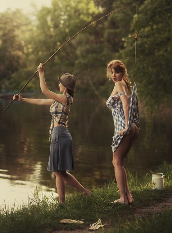 Фото прикол  про рыбалку, ягодицы, засветы пошлый