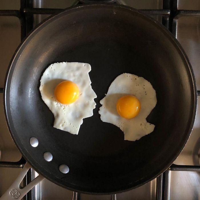Фото прикол  про яйца, он, она и приготовление пищи