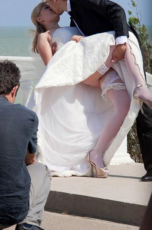 Фото прикол  про невесту, поцелуи, засветы пошлый