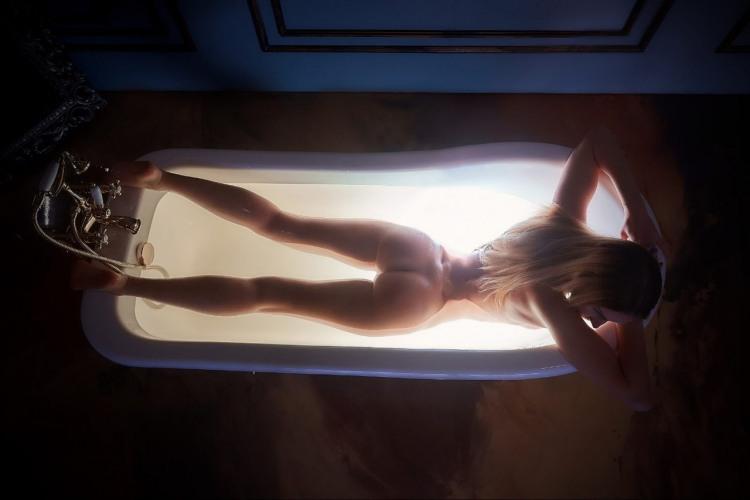 Фото прикол  про блондинок, раздетых людей, ванну пошлый