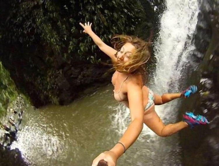 Фото прикол  про девушек, селфи, прыжки и экстрим