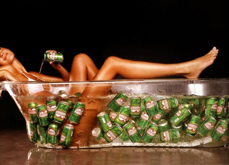 Фото прикол  про девушек, ванну и пиво