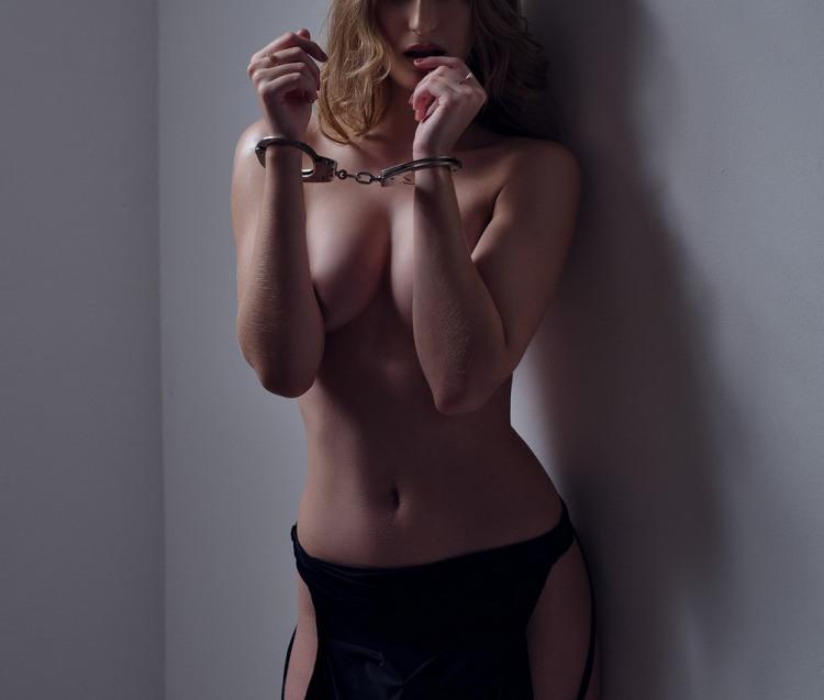 Фото прикол  про наручники, страсть и эротику