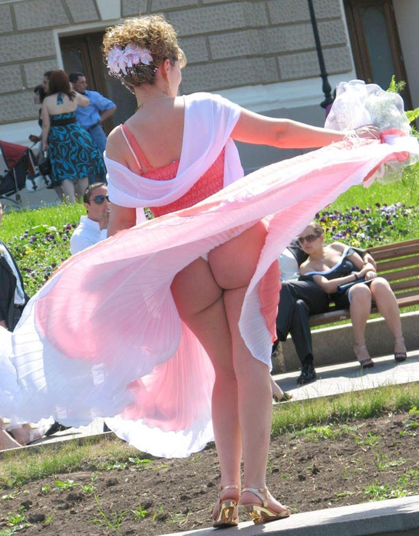 читая отзыв, задранные ветром юбки фото такой светильник можно