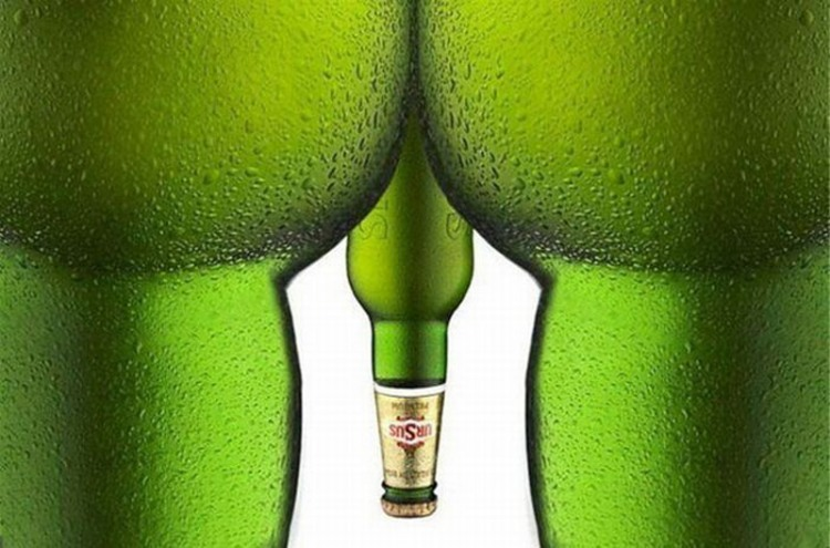 Фото прикол  про бутылку игра воображения