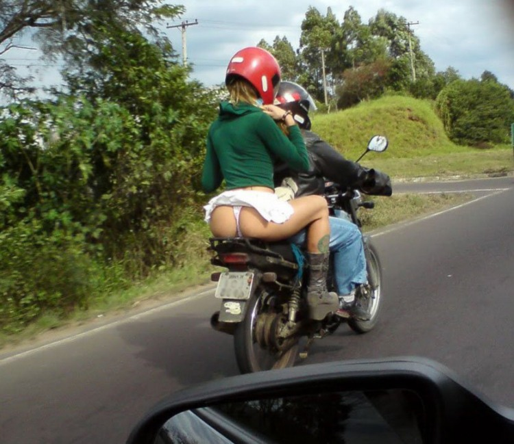 Фото прикол  про мотоциклистов, ягодицы пошлый