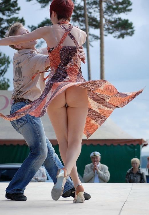 Фото прикол  про танцы, ягодицы, засветы пошлый