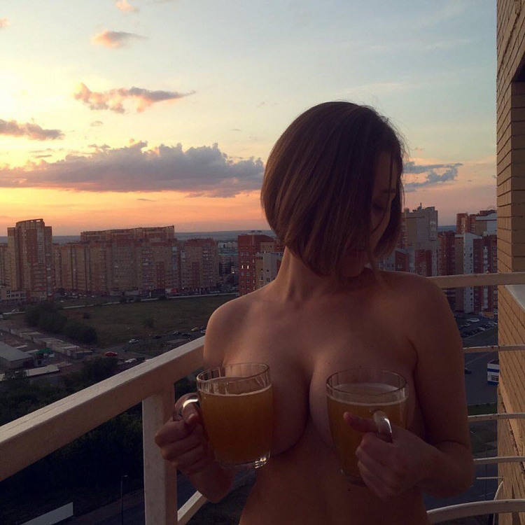 Фото прикол  про девушек, пиво, эротику пошлый
