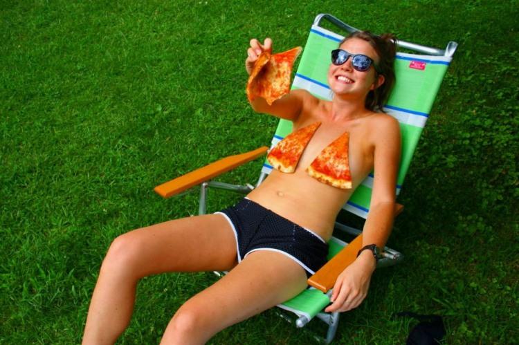 Фото прикол  про девушек и пиццу