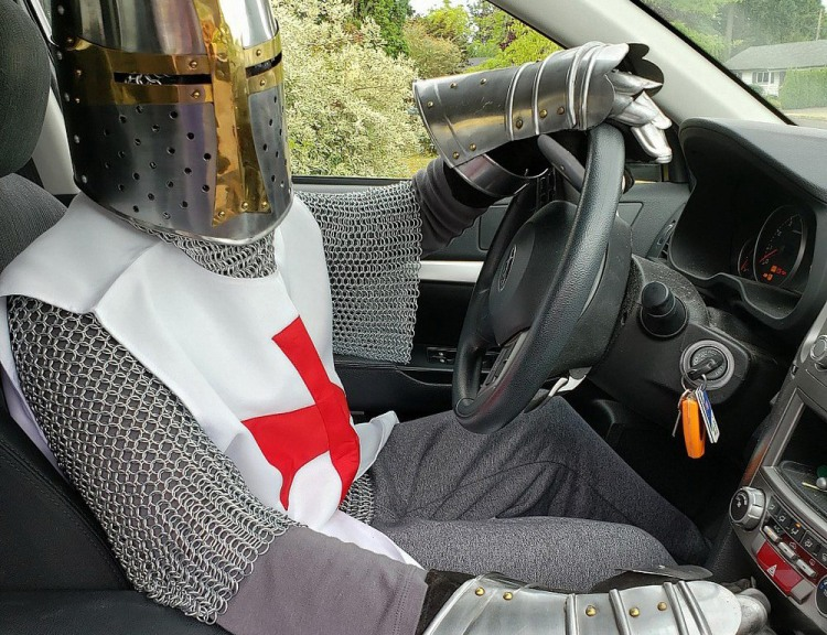 Фото прикол  про рыцарей и водителей