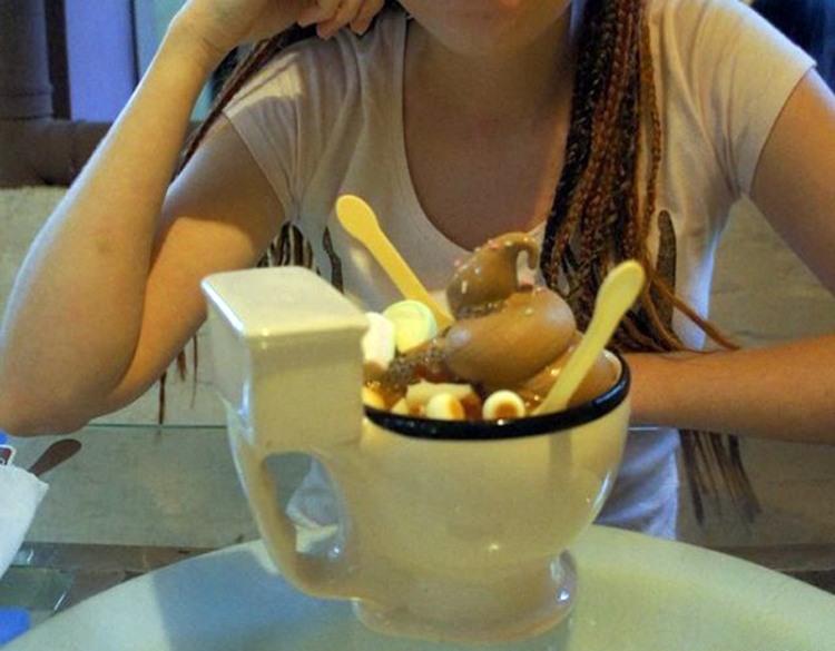 Фото прикол  про унитаз и мороженое