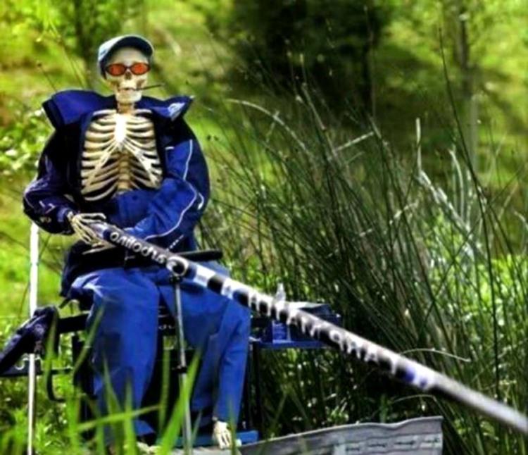 Фото прикол  про скелет, рыбаков черный