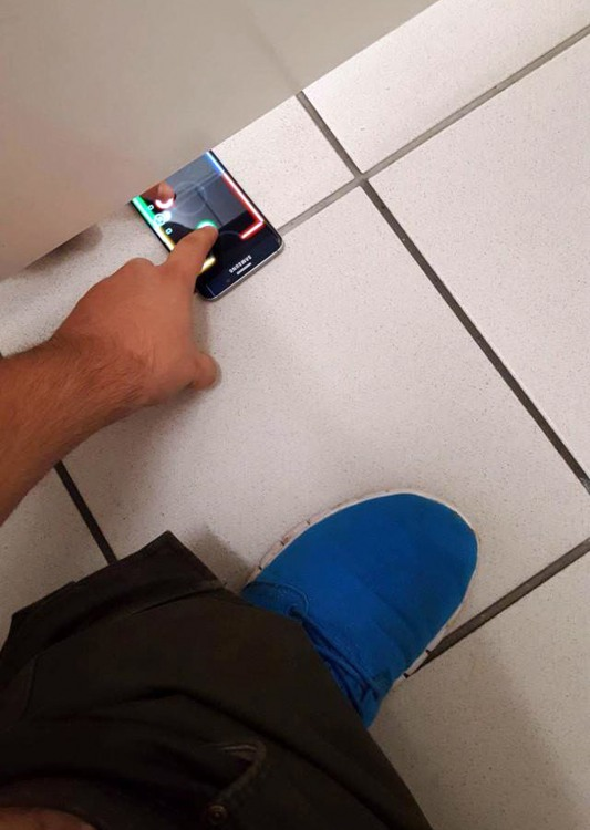 Фото прикол  про туалет и телефон